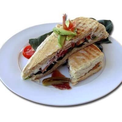 Clubsandwich mit Schinken und Leberpastete