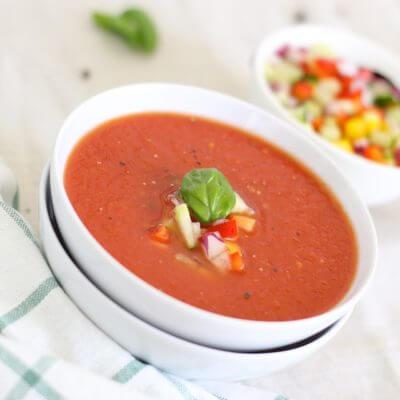 Tomatencremesuppe mit frischen Kräutern