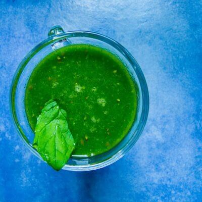 Grüner Smoothie mit Minze
