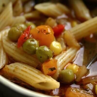 Eintopf mit Nudeln und viel Gemüse