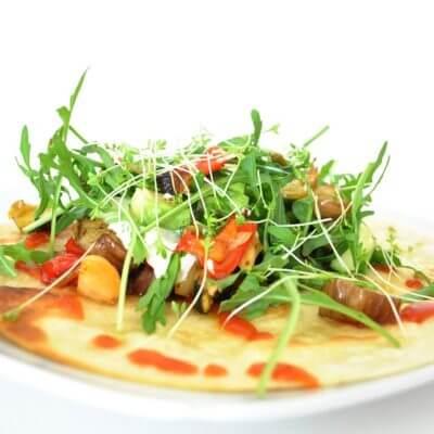Salatvariation mit Rucola, Pfifferlingen und Tomate